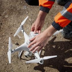 DJI Phantom 4 RTK dronas tiksliam aerokartografavimui